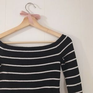 Fitted of the shoulder knitted top